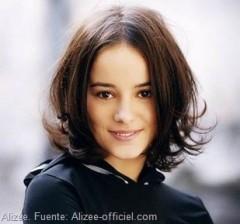 Alizeé: Cantante francesa - Foto Fuente: Alizee-officiel.com